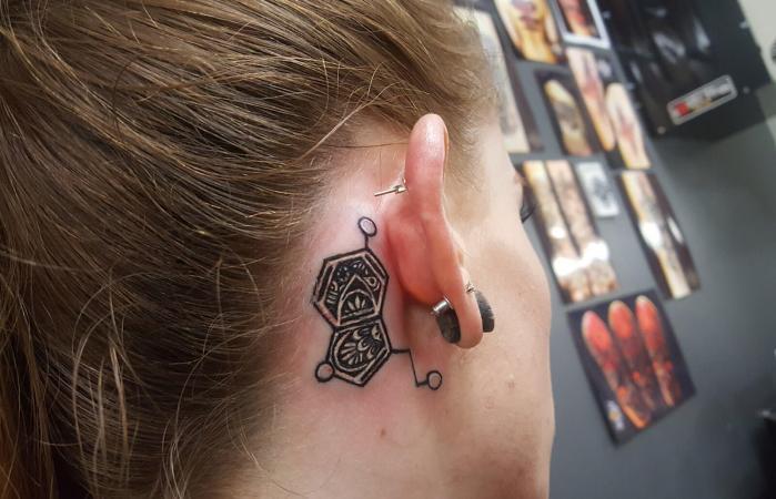 Tatuaje de oreja