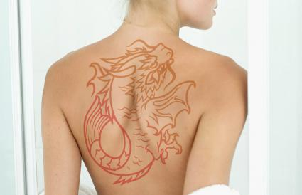 koi dragón tatuaje
