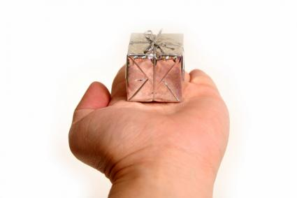 hand with small gift box