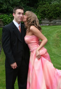 Creative ways to ask a girl to prom lovetoknow ccuart Images
