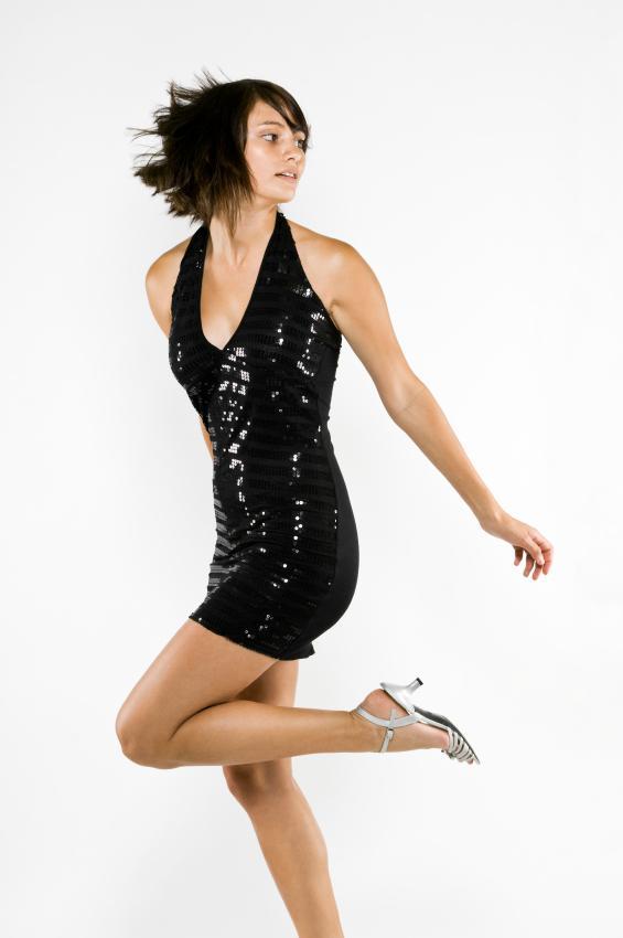 https://cf.ltkcdn.net/teens/images/slide/128470-565x850r1-black-dress.jpg