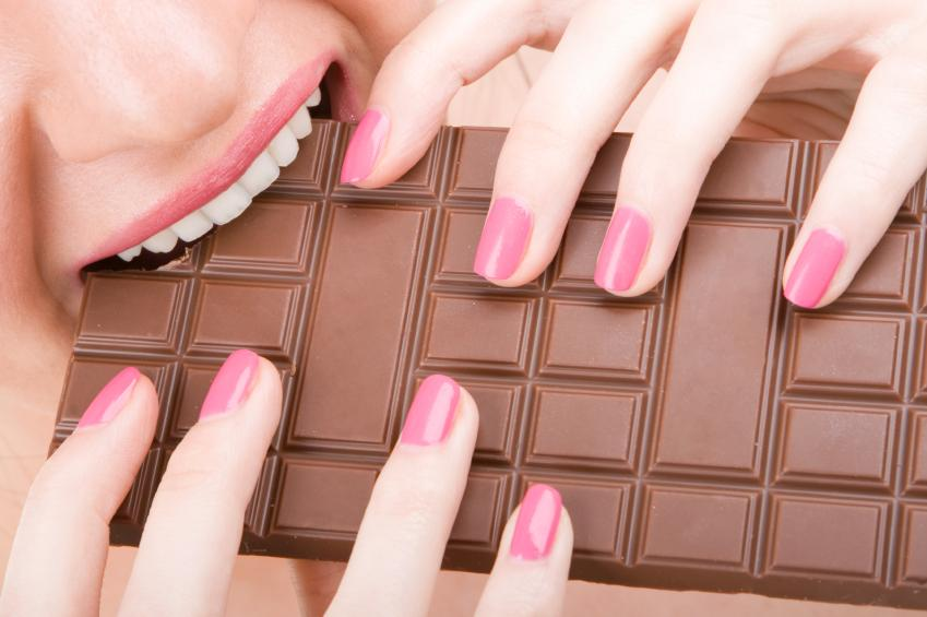 https://cf.ltkcdn.net/teens/images/slide/166048-849x565-girl-biting-chocolate.jpg