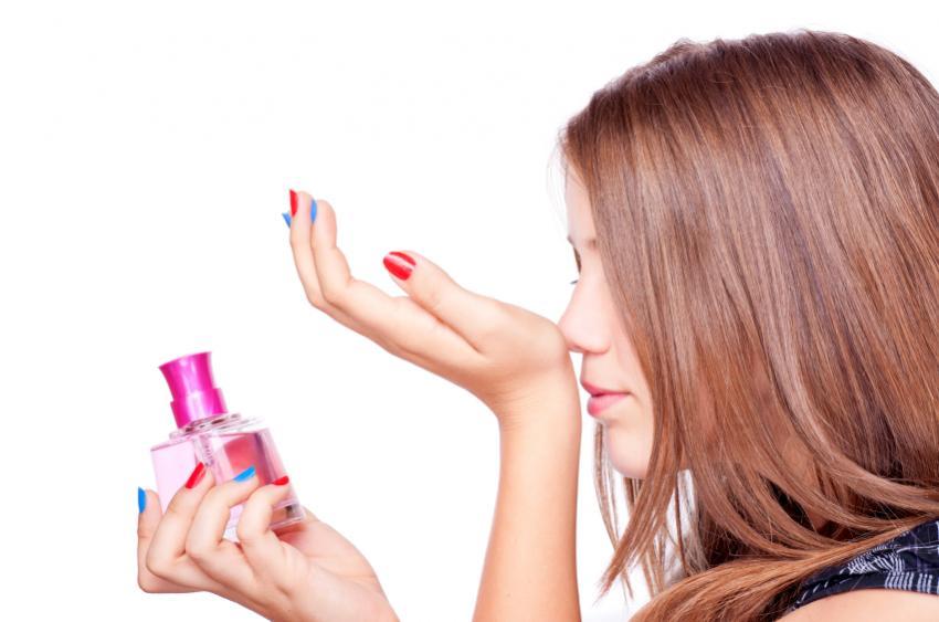 https://cf.ltkcdn.net/teens/images/slide/166051-850x563-teen-girl-with-perfume.jpg