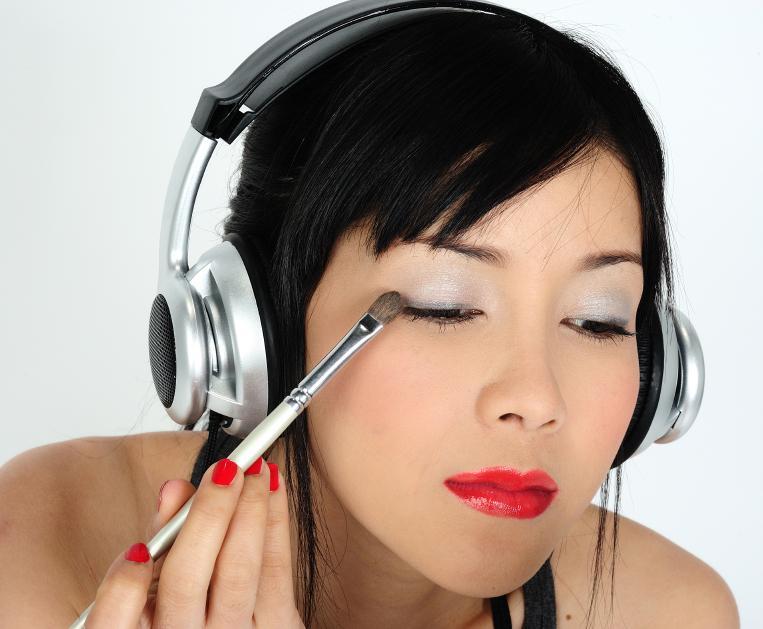 https://cf.ltkcdn.net/teens/images/slide/166054-763x629-teen-makeup.jpg