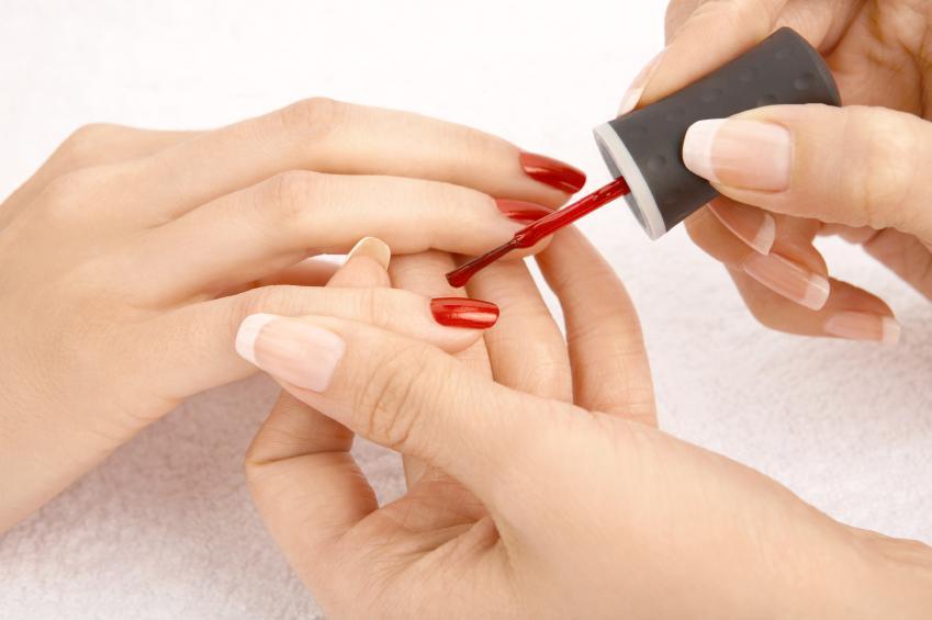 https://cf.ltkcdn.net/teens/images/slide/166055-849x565-getting-a-manicure.jpg