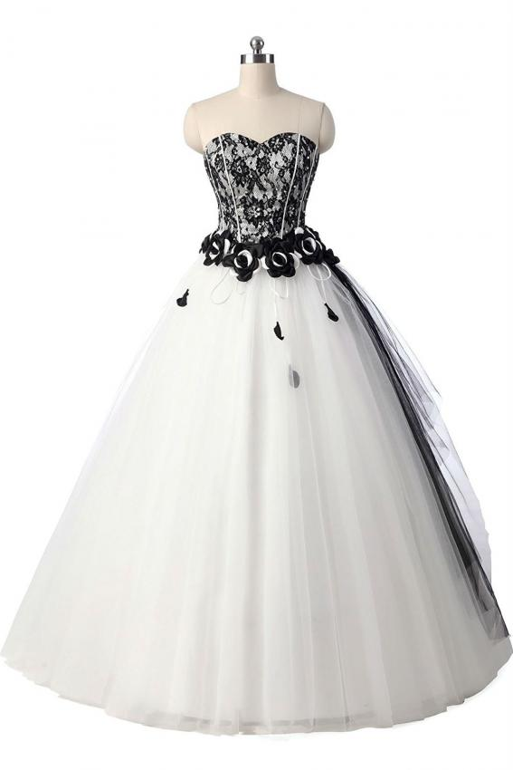 https://cf.ltkcdn.net/teens/images/slide/215071-567x850-black-and-white-lace-ball-gown.jpg