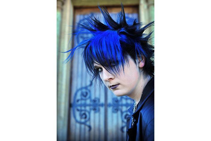 https://cf.ltkcdn.net/teens/images/slide/221302-704x469-Goth-Guys.jpg