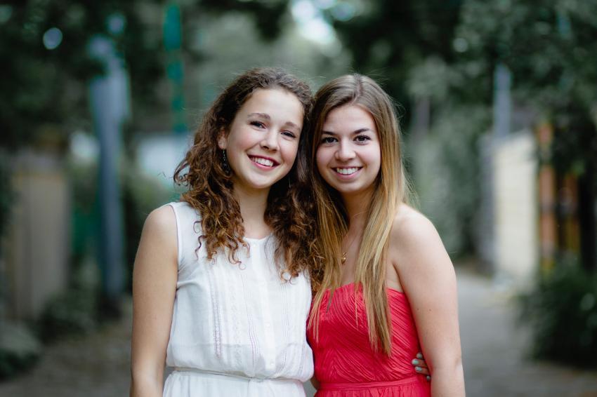 https://cf.ltkcdn.net/teens/images/slide/242253-850x566-two-girls-in-homecoming-dresses.jpg