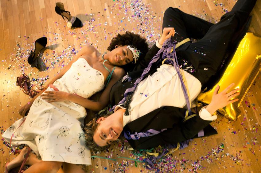 https://cf.ltkcdn.net/teens/images/slide/242261-850x566-couple-lying-down-on-dance-floor.jpg