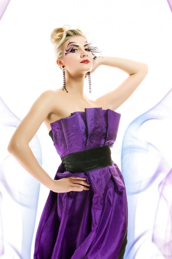 https://cf.ltkcdn.net/teens/images/slide/243172-566x850-purple-makeup-and-prom-dress.jpg