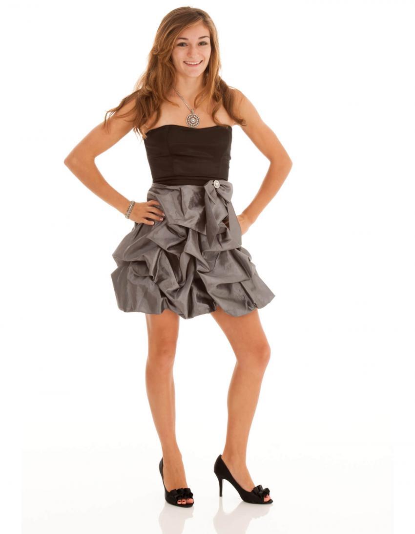 https://cf.ltkcdn.net/teens/images/slide/245977-850x1093-2-options-homecoming-dresses.jpg