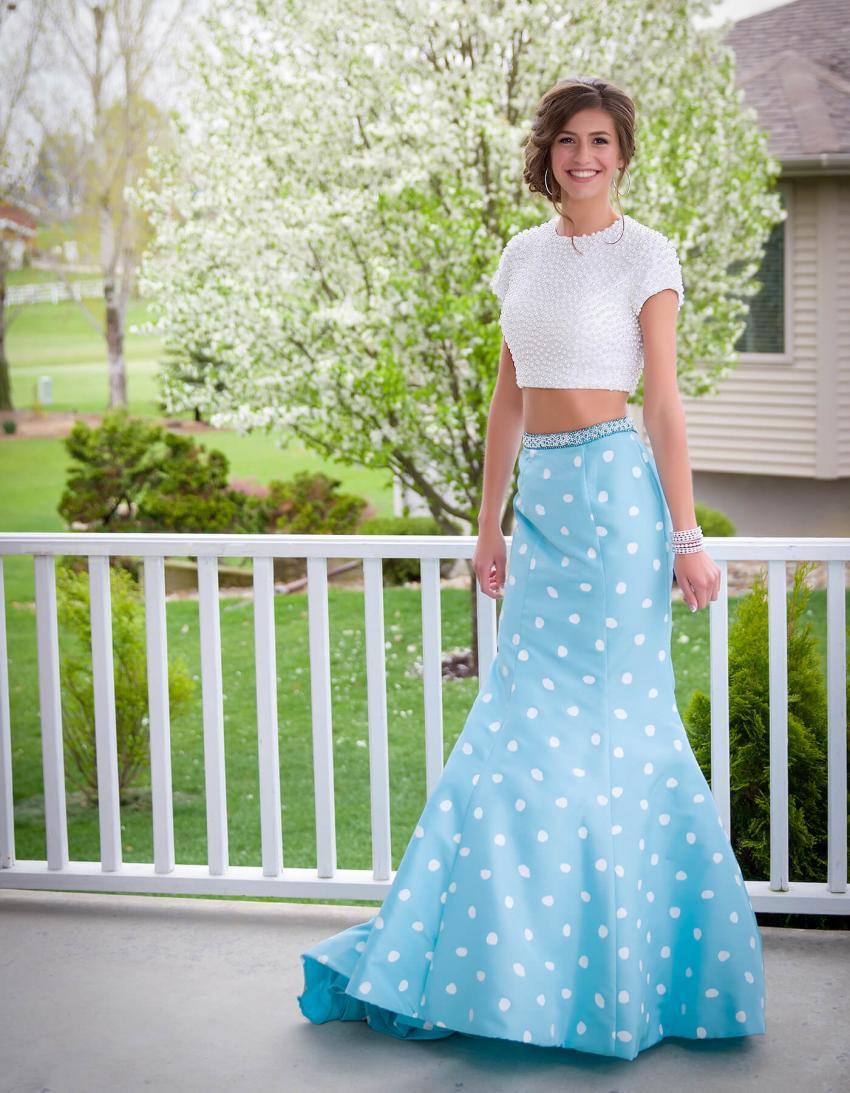 https://cf.ltkcdn.net/teens/images/slide/245979-850x1093-4-options-homecoming-dresses.jpg