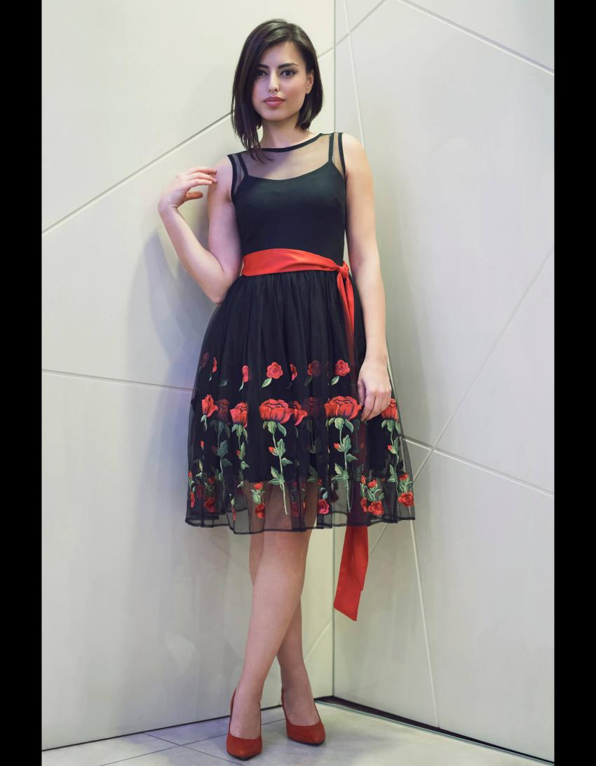 https://cf.ltkcdn.net/teens/images/slide/245983-850x1093-8-options-homecoming-dresses.jpg