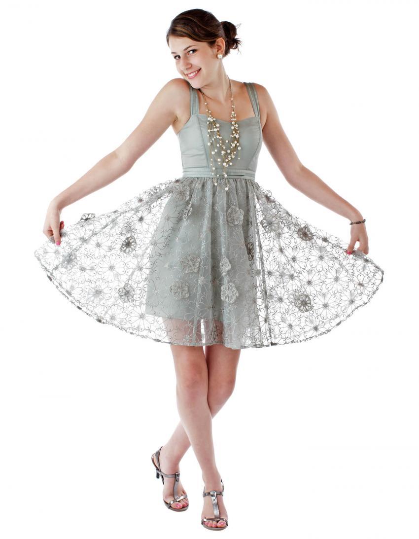 https://cf.ltkcdn.net/teens/images/slide/245984-850x1093-9-options-homecoming-dresses.jpg