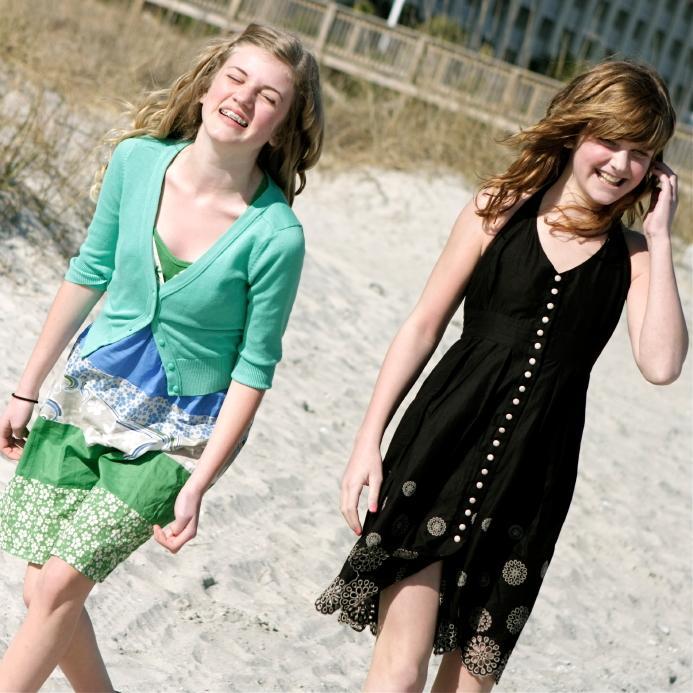 https://cf.ltkcdn.net/teens/images/slide/91552-693x693-beach-sundresses.jpg