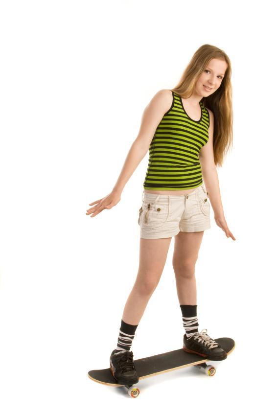 https://cf.ltkcdn.net/teens/images/slide/91742-566x848-skateboardshorts.jpg