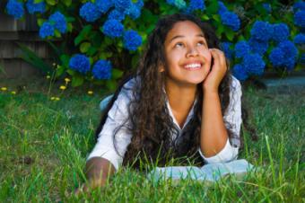 https://cf.ltkcdn.net/teens/images/slide/125763-425x282-christian-girl.jpg