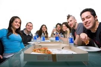 https://cf.ltkcdn.net/teens/images/slide/131612-425x282-Teen_Pizza_Party.jpg