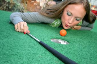 https://cf.ltkcdn.net/teens/images/slide/131616-425x282-Mini_Golfing_Teen.jpg