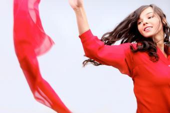 https://cf.ltkcdn.net/teens/images/slide/143035-849x565r1-shirt-dress-scarf.jpg
