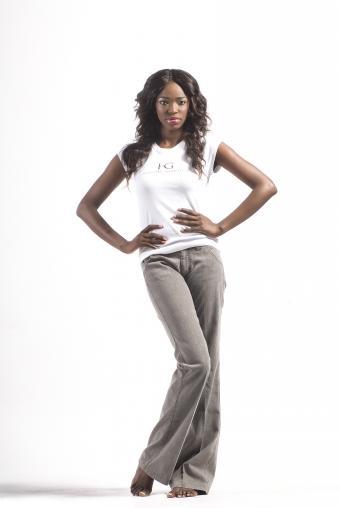 https://cf.ltkcdn.net/teens/images/slide/146352-569x850r1-Model-in--HG-Tall-Womens-Grey-Trouser-Jean-%26--Signature-Logo-Tee--image0405%28B%29.jpg