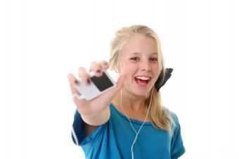 https://cf.ltkcdn.net/teens/images/slide/166052-600x399-girl-with-ipod.jpg