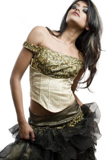 https://cf.ltkcdn.net/teens/images/slide/171829-536x804-unusual-goth-prom-dress.jpg