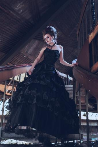 https://cf.ltkcdn.net/teens/images/slide/172097-536x804-Gothic-ruffle-dress-TS-new.jpg