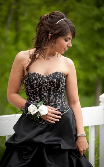 https://cf.ltkcdn.net/teens/images/slide/184154-500x800-black-and-white-prom-dress.jpg