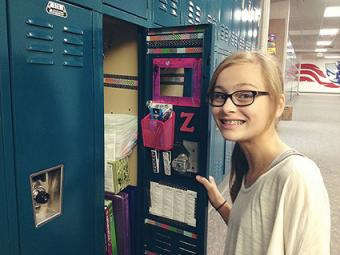 Using magnetic clips in locker decoration