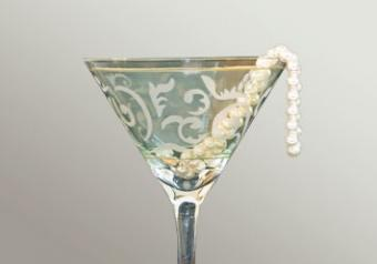 Cocktail and strand of pearls prom decoration