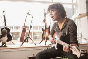 https://cf.ltkcdn.net/teens/images/slide/221301-704x469-Cute-Musicians.jpg