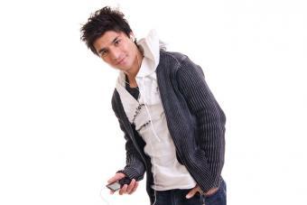 https://cf.ltkcdn.net/teens/images/slide/221304-704x469-Boy-listening-to-an-MP3-player.jpg