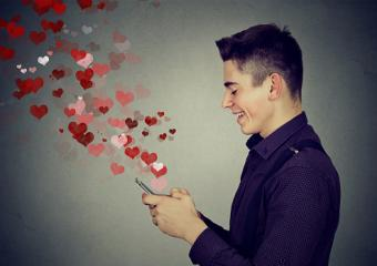 teen sending love messages on cell