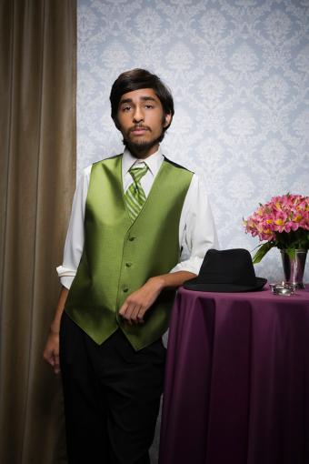 https://cf.ltkcdn.net/teens/images/slide/233131-567x850-7-prom-suit-ideas.jpg