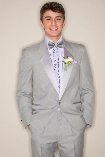 https://cf.ltkcdn.net/teens/images/slide/233134-567x850-8-prom-suit-ideas.jpg