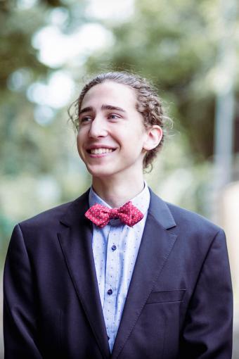 https://cf.ltkcdn.net/teens/images/slide/233135-567x850-10-prom-suit-ideas.jpg