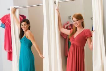 https://cf.ltkcdn.net/teens/images/slide/242251-850x567-teen-girls-in-dressing-room.jpg
