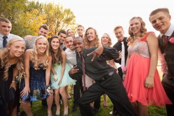 https://cf.ltkcdn.net/teens/images/slide/242257-850x567-teenagers-smiling-before-dance.jpg