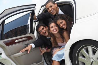 https://cf.ltkcdn.net/teens/images/slide/242258-850x567-two-couples-cramming-limousine-door.jpg