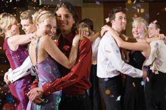 https://cf.ltkcdn.net/teens/images/slide/242260-850x566-teens-at-homecoming-dance.jpg