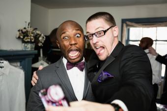 https://cf.ltkcdn.net/teens/images/slide/242874-850x567-two-guys-taking-silly-selfie.jpg