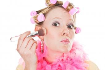 https://cf.ltkcdn.net/teens/images/slide/242876-850x567-girl-putting-makeup-on.jpg