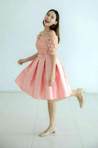 https://cf.ltkcdn.net/teens/images/slide/243182-566x850-flirty-pink-prom-dress.jpg