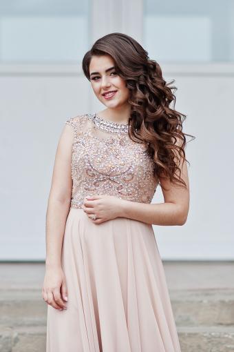 https://cf.ltkcdn.net/teens/images/slide/245450-566x850-girl-in-blush-prom-dress.jpg