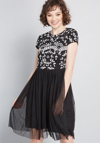 https://cf.ltkcdn.net/teens/images/slide/245743-595x850-stunning_presence_sequin_dress_black.jpg