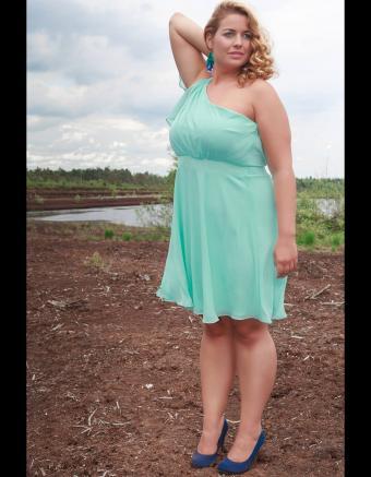 https://cf.ltkcdn.net/teens/images/slide/245986-850x1093-12-options-homecoming-dresses.jpg