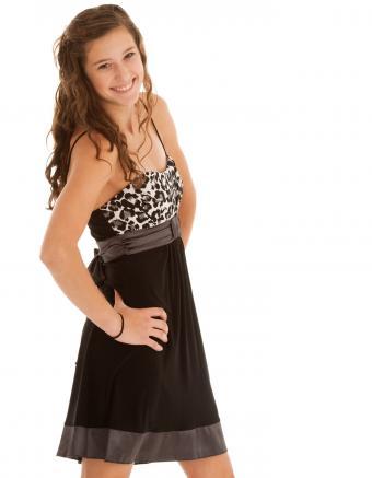 https://cf.ltkcdn.net/teens/images/slide/245989-850x1093-14-options-homecoming-dresses.jpg