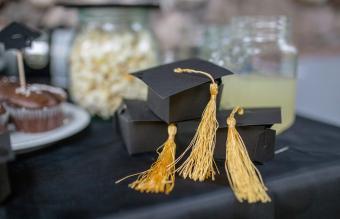 Graduation party table