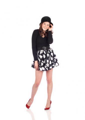 https://cf.ltkcdn.net/teens/images/slide/91721-582x824-girlinblackandwhitedress.jpg